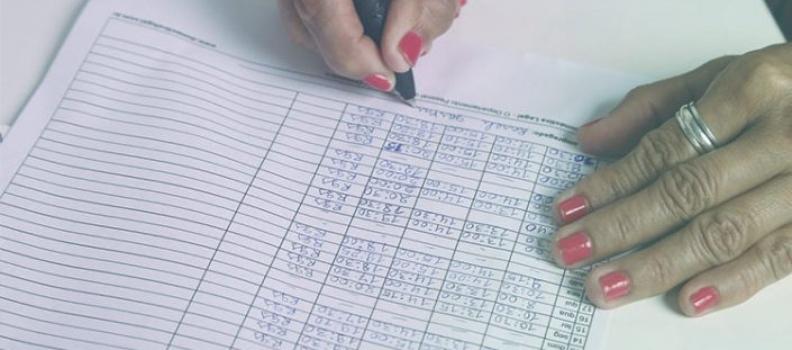 Anotação em folha de ponto não comprova subordinação de gerente-geral de agência bancária