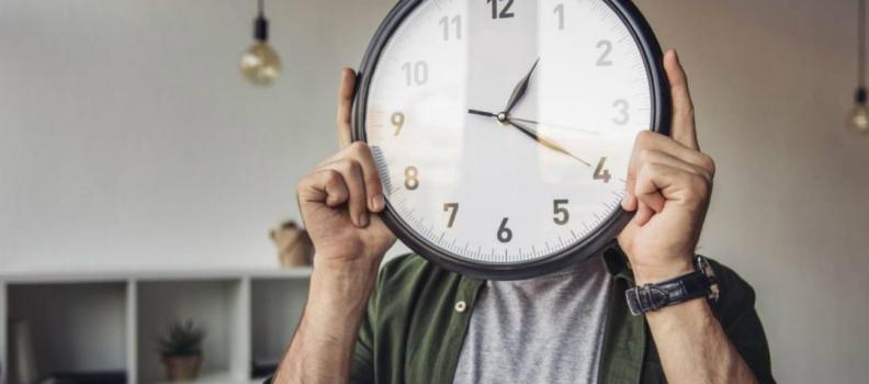 Hora extra: adicional superior ao da CLT não se aplica a empregado público